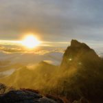【休日の遊び】西日本最高峰 石鎚山山頂(標高1,982m)から朝日&紅葉を見よう!